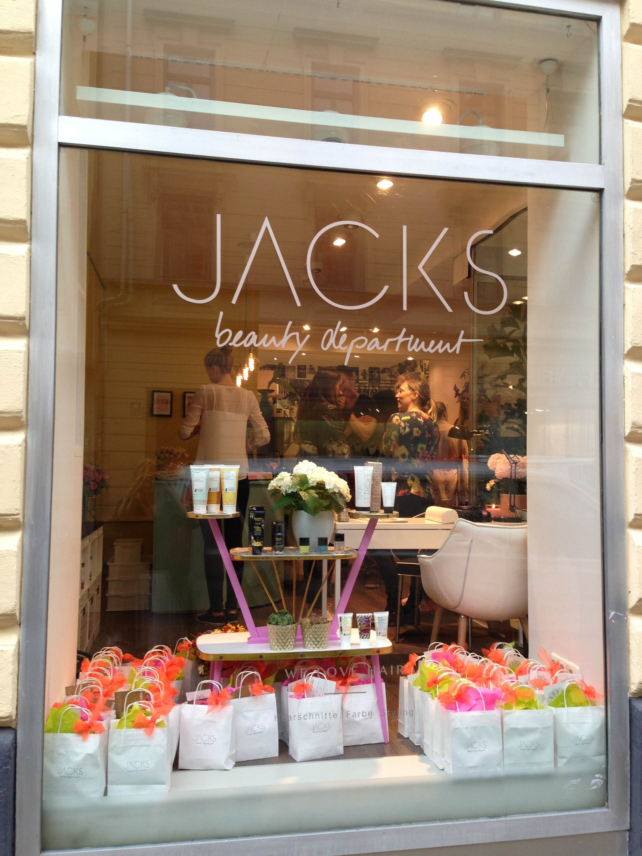 Jacks Beuaty Department Schaufenster